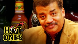 Hot Ones - Saison 3 - Episode 17 Extrait VO